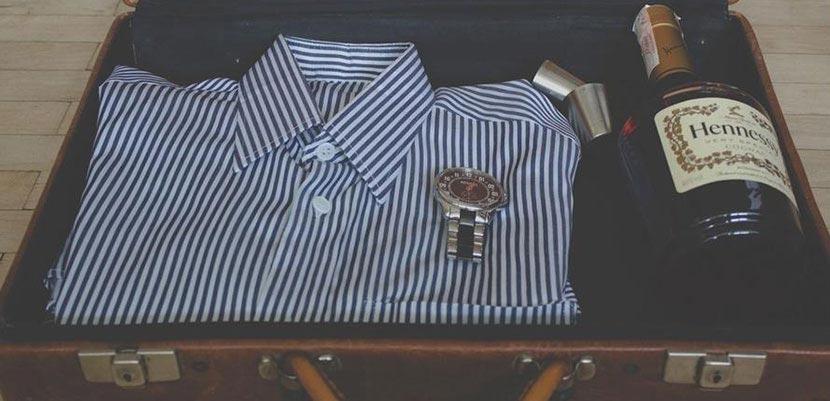 Как компактно сложить рубашку в чемодан?