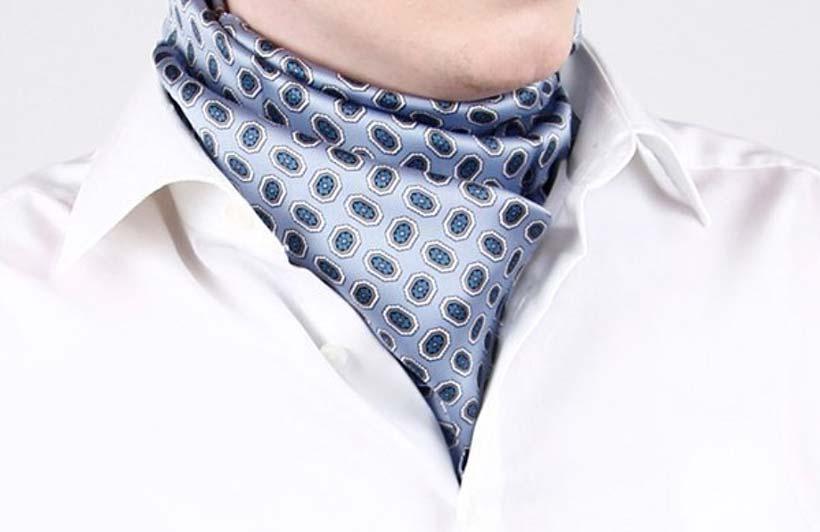 Популярный способ как завязать шейный платок для мужчин