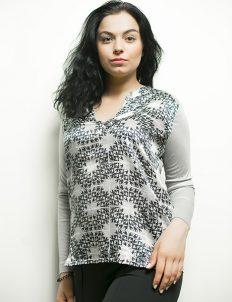 Женская серая блузка с черным принтом 55% хлопок 45% шелк